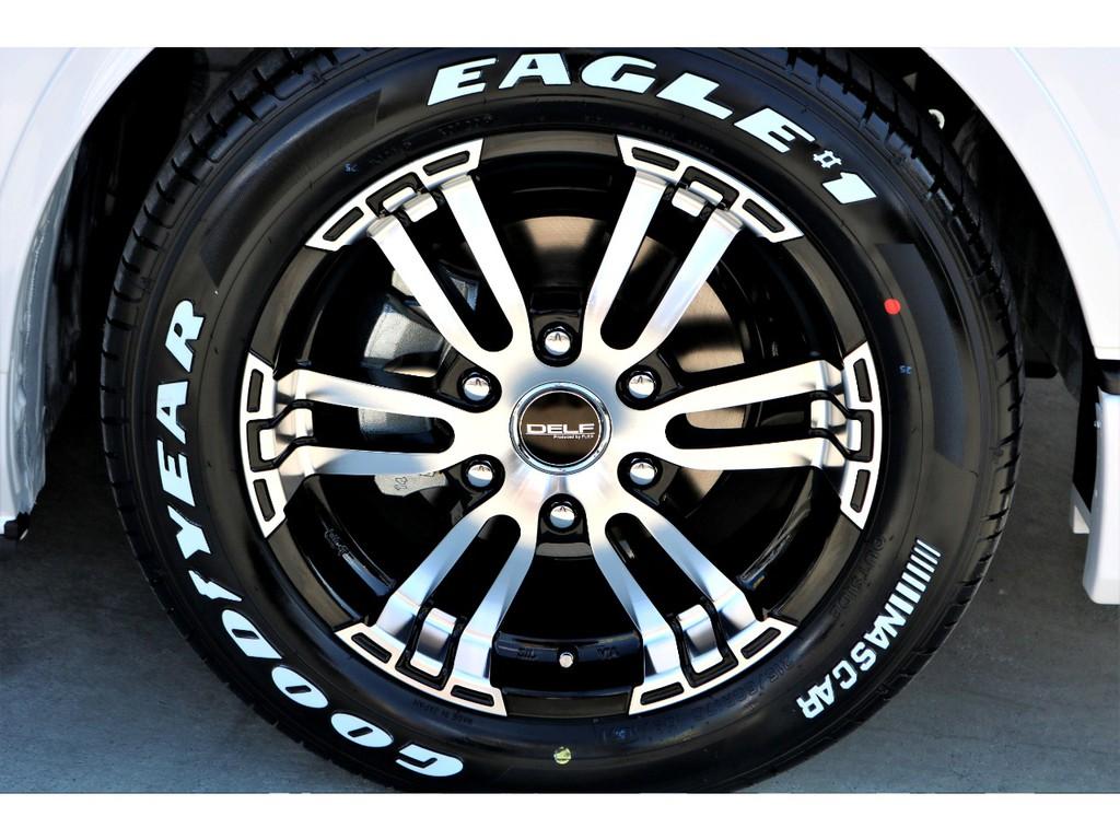 足元にはFLEXオリジナル DELF02 17インチアルミにナスカー ホワイトレタータイヤをチョイス!!