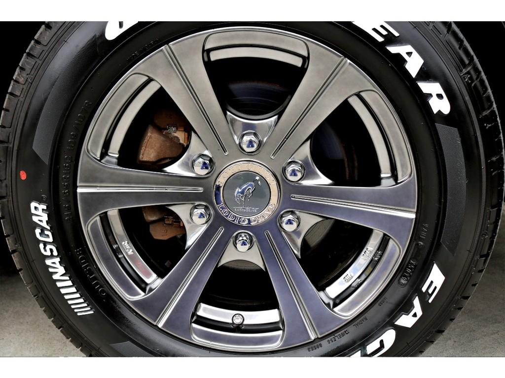 足元にはロデオドライブ ゼクソン 16インチアルミにナスカー ホワイトレタータイヤをチョイス!!