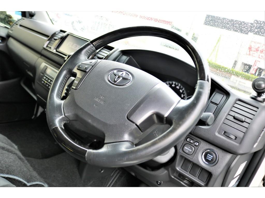 特別仕様車専用黒木目調ステアリングにはオーディオスイッチ搭載!!機能もデザインも良いですよ!