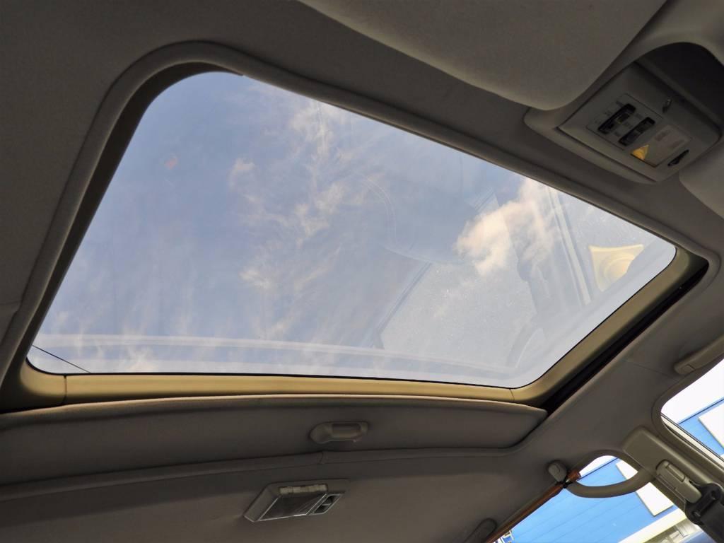 もちろんサンルーフも装備しております!夏場の開放的なドライブはもちろん、冬の寒い時期も、冷たい空気に触れることなく車内の換気が出来るので重宝します。 | トヨタ ランドクルーザー80 4.5 VXリミテッド 4WD FLEX Renoca