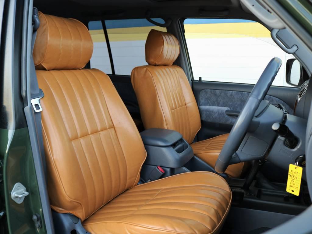 当社オリジナル、Renocaキャメルシートカバーを新品装着!!グリーンの外装と相まって、英国のクラシックカーのようですね!?