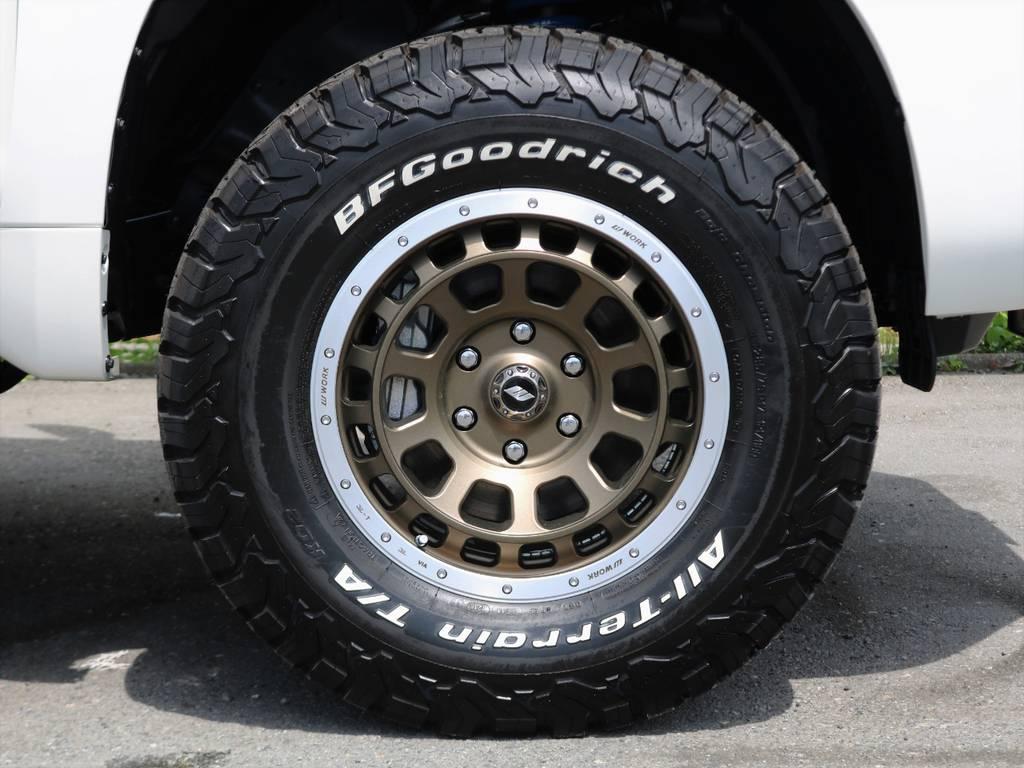 新品17inchホイール!白のボディにゴールドのホイールがとても合っていてクールです!タイヤももちろん新品BF Goodrichのオールテレーンタイヤを装着してるので、夏も冬でもこれ一本で行けますよ♪