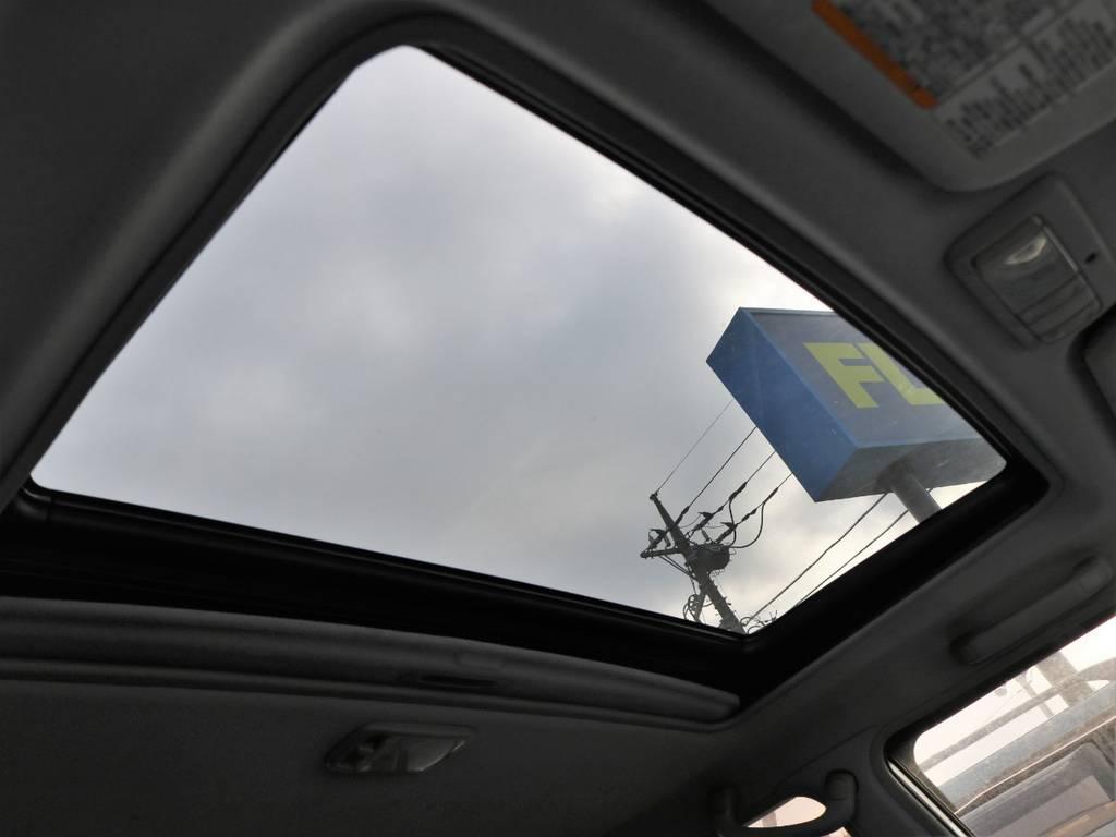 あれば便利なサンルーフ♪寒い日も外気に触れることなく換気できます。 | トヨタ ランドクルーザープラド 2.7 TX リミテッド 4WD