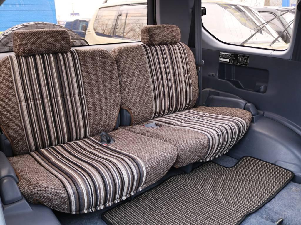 一見おまけのように思われがちな3列目シートですが、ゆったりとお座り頂けます。 | トヨタ ランドクルーザープラド 2.7 TX リミテッド 4WD