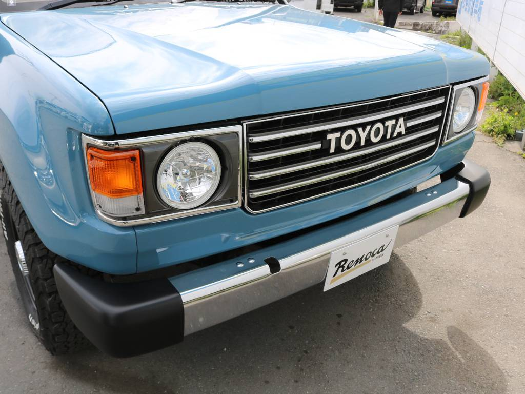 丸目ヘッドライトがキュートでかわいいです♪   トヨタ ランドクルーザー100 4.7 VXリミテッド Gセレクション 4WD