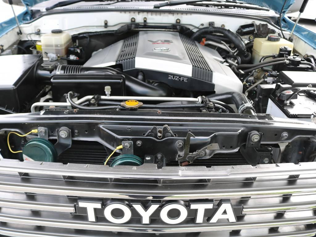 エンジンは4.7リッターV型8気筒。信頼と実績の2UZ型です!!セルシオやマジェスタにも搭載された、パワーと静粛性に優れる上級エンジン。1ナンバーにすればお得に維持頂けるのは、ランクルの特権です♪   トヨタ ランドクルーザー100 4.7 VXリミテッド Gセレクション 4WD