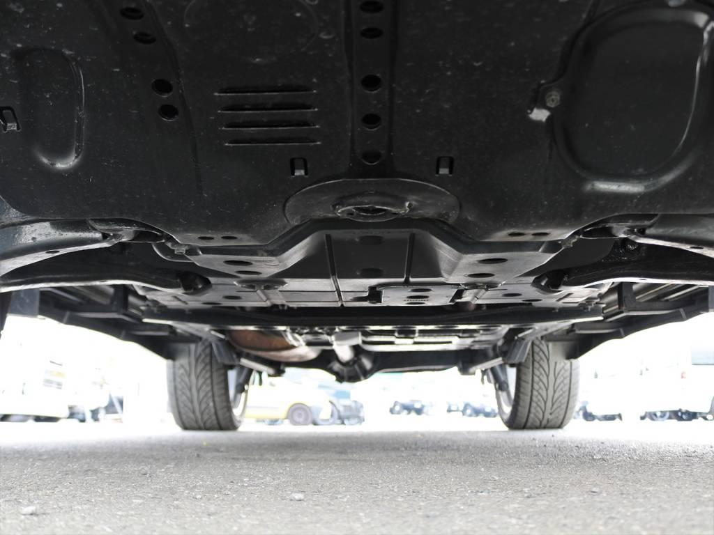 足回りも、サビが少なく綺麗です♪   トヨタ ランドクルーザー100 4.7 VXリミテッド Gセレクション 4WD