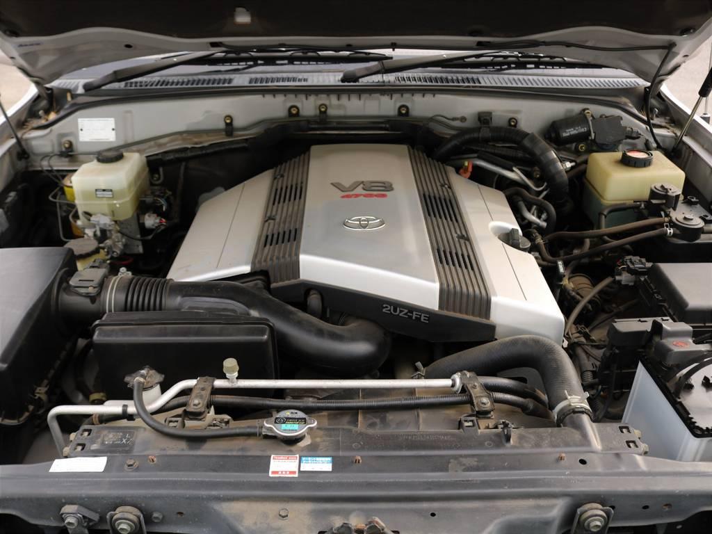 エンジンは4.7リッターV型8気筒。信頼と実績の2UZ型です!!セルシオやマジェスタにも搭載された、パワーと静粛性に優れる上級エンジン。1ナンバーにすればお得に維持頂けるのは、ランクルの特権です♪ | トヨタ ランドクルーザー100 4.7 VXリミテッド Gセレクション 4WD 走行39千km RENOCA106