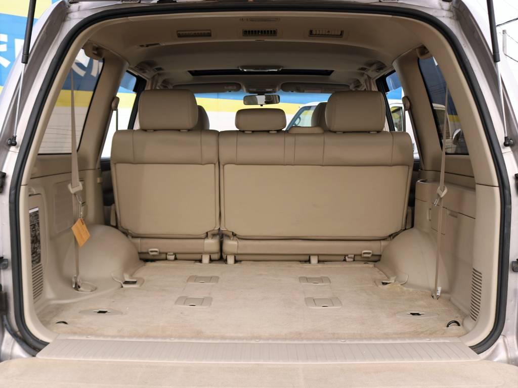 荷室やシートバック、天張りも内張りも本当に綺麗です。1ナンバー登録済みになりますので、サードシートは付属しません。予めご了承ください。 | トヨタ ランドクルーザー100 4.7 VXリミテッド Gセレクション 4WD 走行39千km RENOCA106