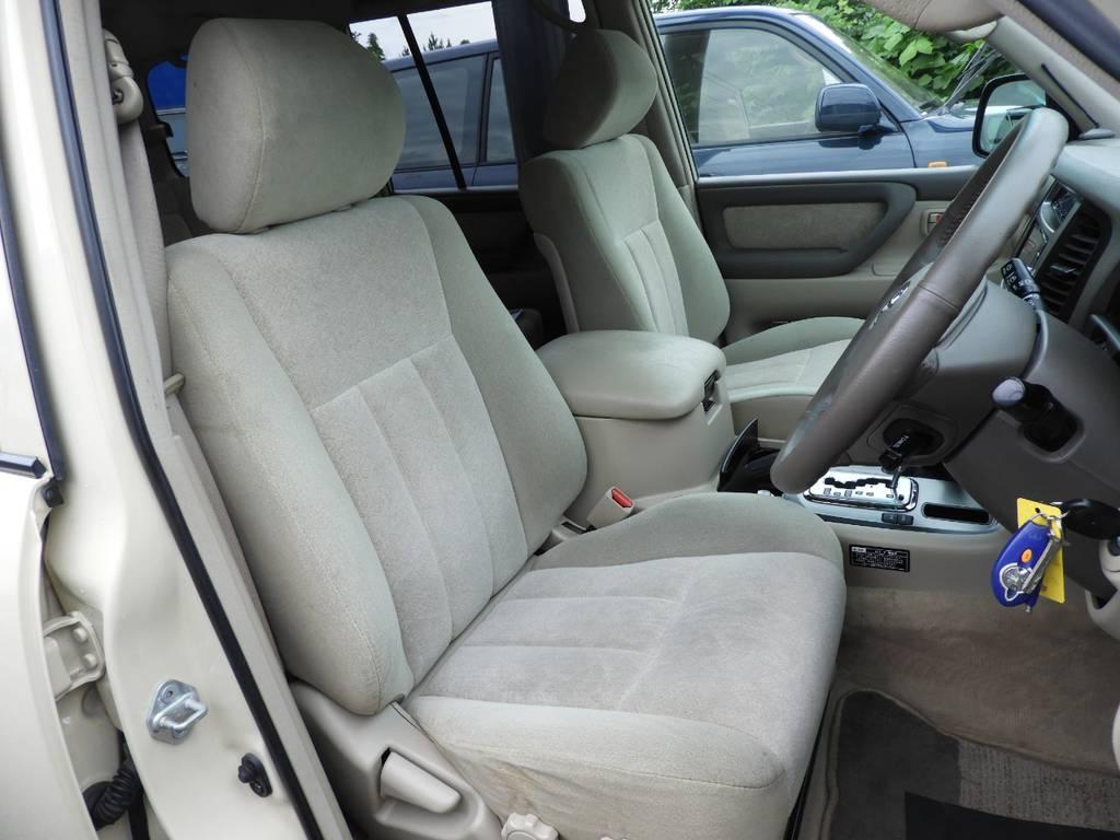プロのルームクリーニング済みです。出来る限りの汚れや臭いを落としておりますので安心してお乗り頂けます。 | トヨタ ランドクルーザー100 4.7 VXリミテッド 4WD Renoca【106】丸目換装