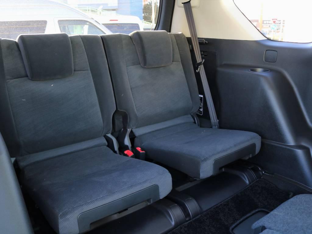 3列目シートの居住性も国産SUVトップクラスといって過言でなく、エクストレイルやCX-8と検討され、プラドをお選びになるお客様も多くいらっしゃいます。比較検討のご相談も歓迎します! | トヨタ ランドクルーザープラド 2.8 TX ディーゼルターボ 4WD 7人