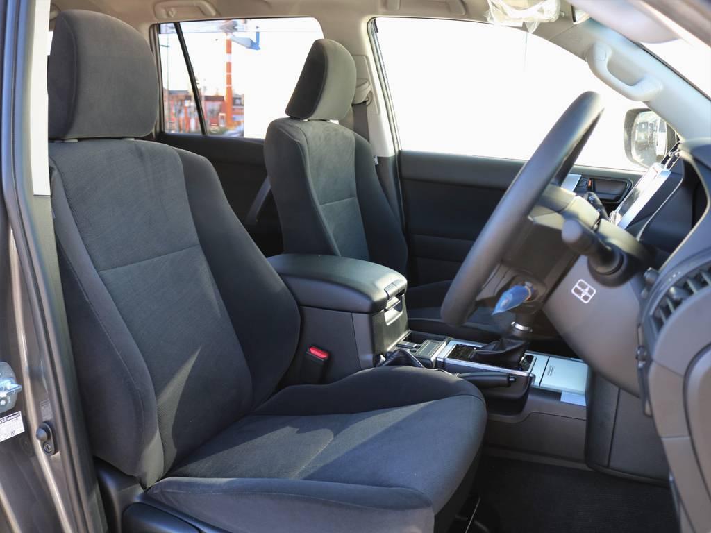 ほどよいサポート性のあるフロントシート。座り心地は本革シートをも凌ぐほどです! | トヨタ ランドクルーザープラド 2.8 TX ディーゼルターボ 4WD 7人