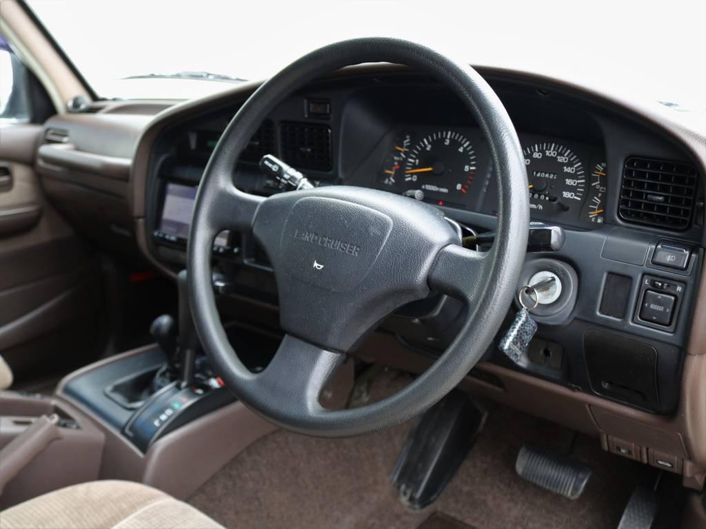 車内は程度良好◎ダッシュボードの割れや天張りの染み汚れ、その他箇所も大変綺麗です。   トヨタ ランドクルーザー80 4.5 GX 4WD 買取直販 観音リアドア
