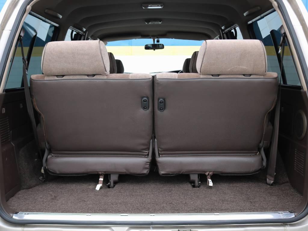 荷室は、助手席側の内張りに少々傷がございます。それ以外はいたって綺麗です!   トヨタ ランドクルーザー80 4.5 GX 4WD 買取直販 観音リアドア