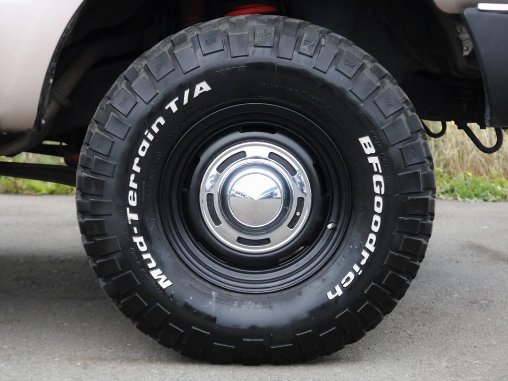 BFグッドリッチMTタイヤにDEANクロスカントリーアルミと、定番かつ鉄板の組み合わせ!ナローボディに相性抜群ですね!   トヨタ ランドクルーザー80 4.5 GX 4WD 買取直販 観音リアドア