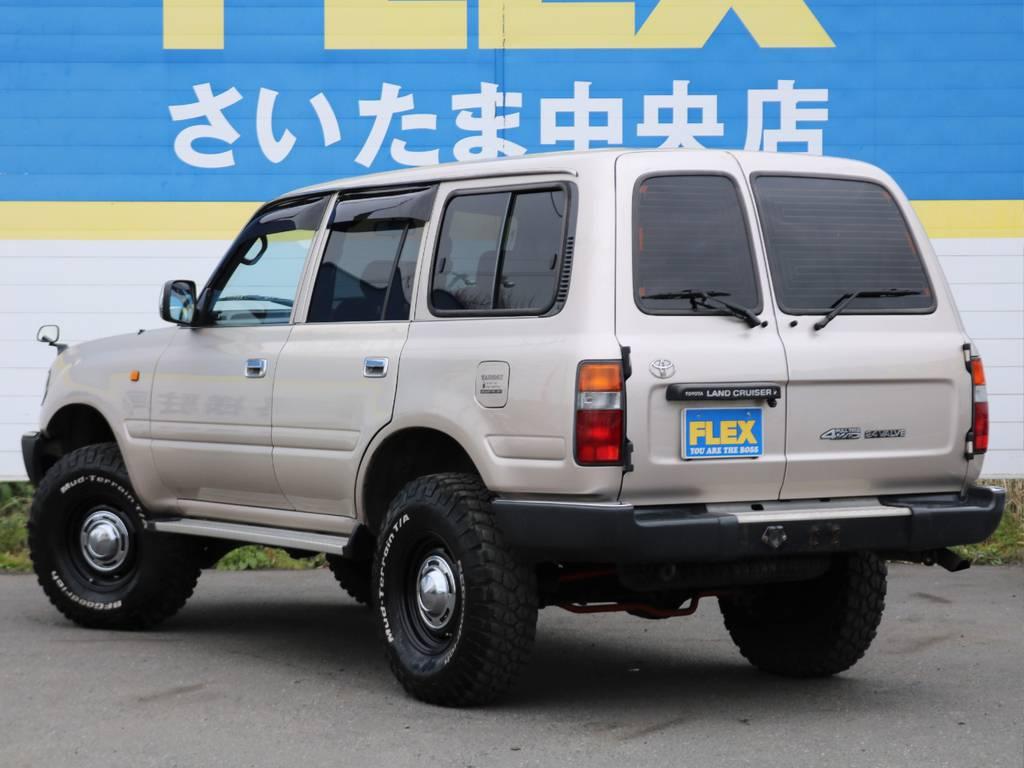 左リアドアにも色あせがございます。実車をご確認頂ければと思います。遠方のお客様へはお写真でのご紹介も可能です。   トヨタ ランドクルーザー80 4.5 GX 4WD 買取直販 観音リアドア