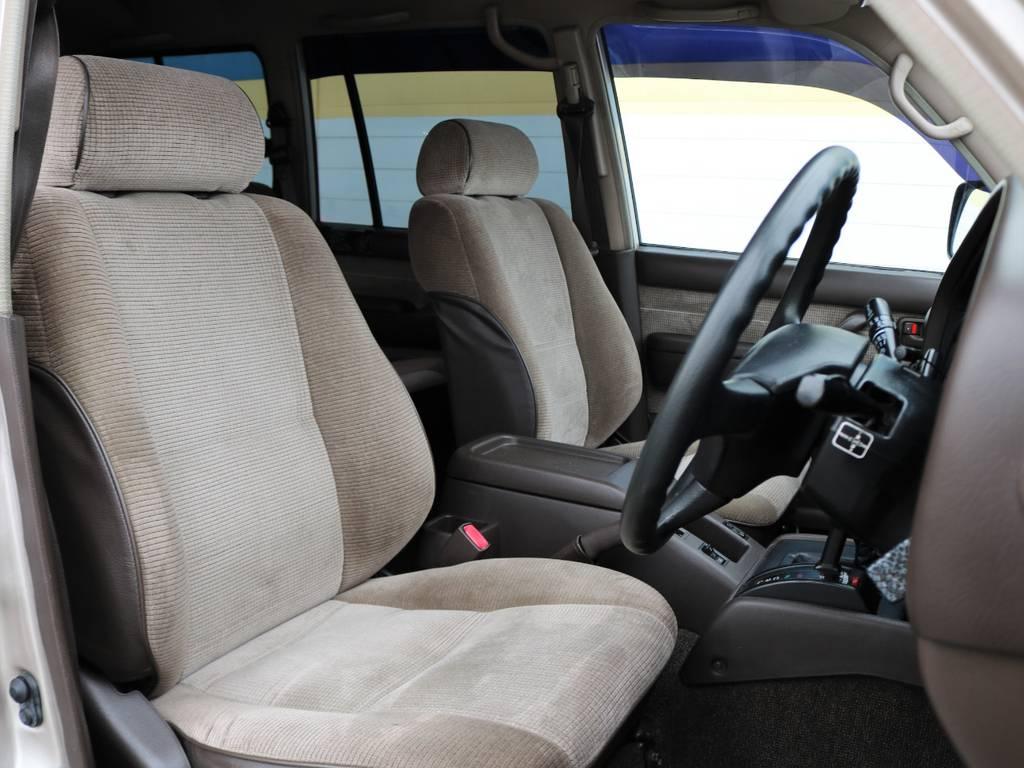 運転席シートも若干のへたりはございますが、まだまだ問題ございません! | トヨタ ランドクルーザー80 4.5 GX 4WD 観音リアドア