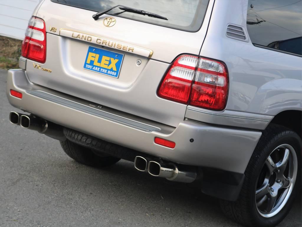 V8エンジン×ガナドールマフラーは最高です!!アイドリングは静かでジェントルですが、ひとたびアクセルを踏み込むとドロドロしたサウンドが響き渡ります♪ | トヨタ ランドクルーザー100 4.7 VXリミテッド Gセレクション 4WD 買取直販 低走行 地デジBカメ