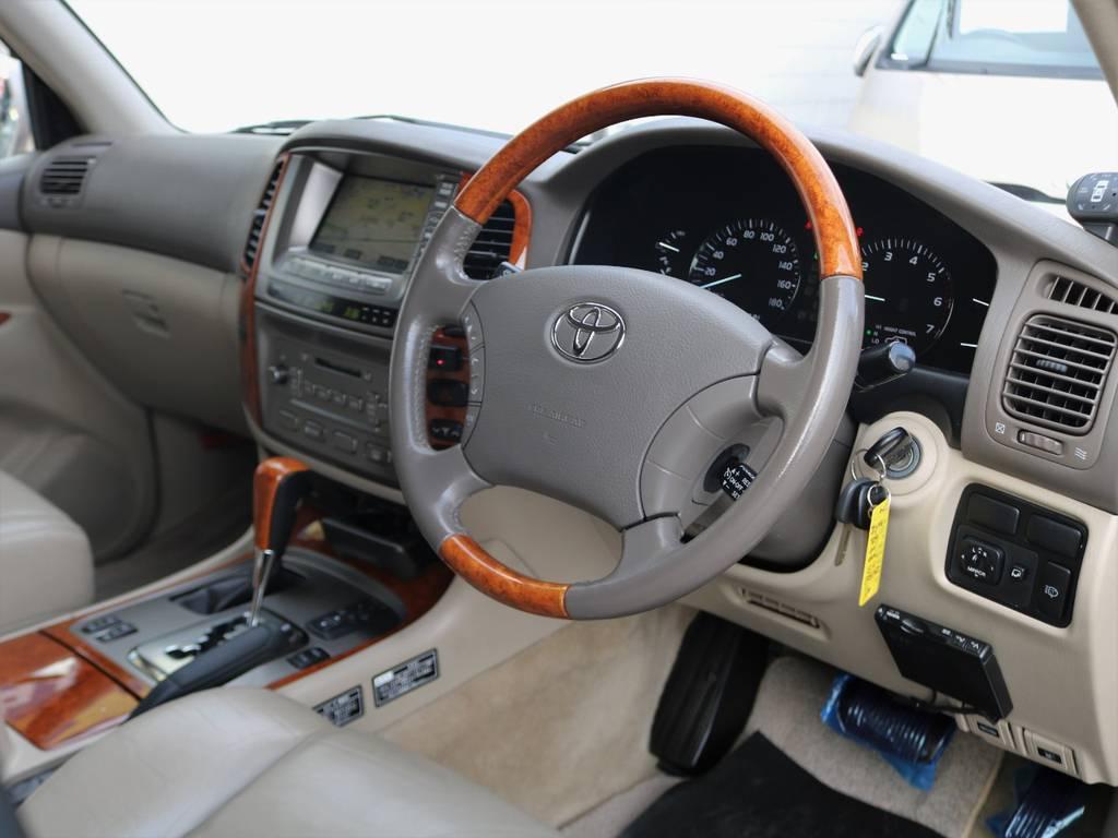 内装の程度の良さにご着目ください!!外装は磨けばある程度キレイになりますが内装はそうはいきません。大切に乗っていたかが如実に反映されます。ちなみに前オーナー様は土足禁止にされていました★ | トヨタ ランドクルーザー100 4.7 VXリミテッド Gセレクション 4WD 買取直販 低走行 地デジBカメ
