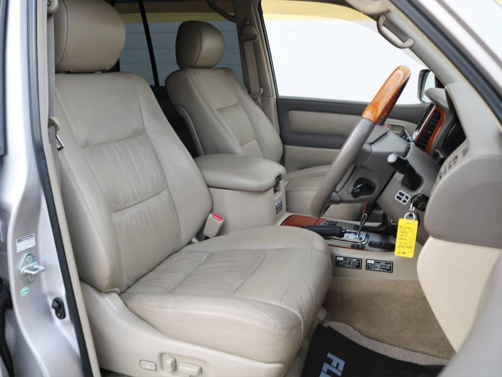 国産上級車特有、やわらかな本革シート!運転席の座面には若干しわよりがございますが、それもやわらかなシートならでは。パワーシートとシートヒーターで快適なドライブをお楽しみください。 | トヨタ ランドクルーザー100 4.7 VXリミテッド Gセレクション 4WD 買取直販 低走行 地デジBカメ