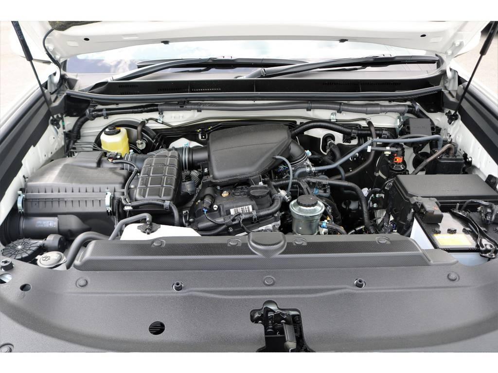2800ccクリーンディーゼル・ターボエンジン。6速オートマとの組み合わせで、ディーゼル車とは思えぬほど静かでスムーズに加速します!