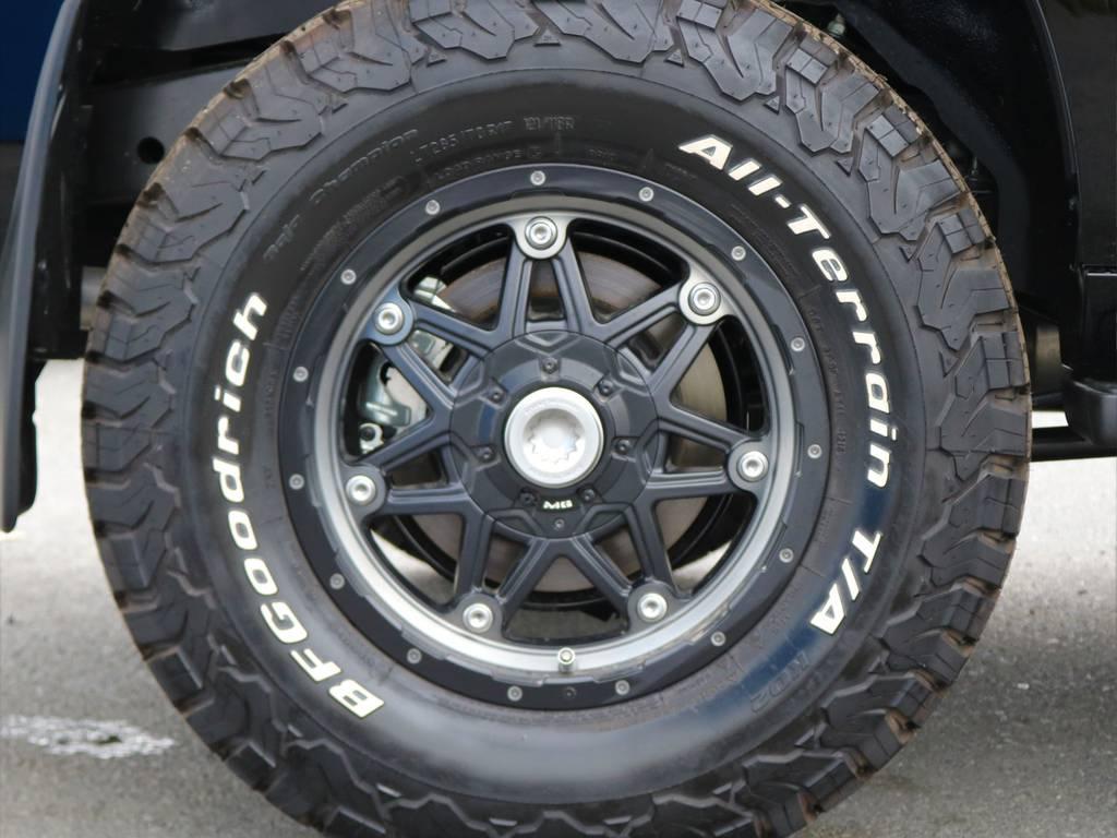 新品の17inchホイールに同じく新品のBF Goodrichのオールテレーンタイヤを装着しておりますので、夏冬これ一本で行けます!!