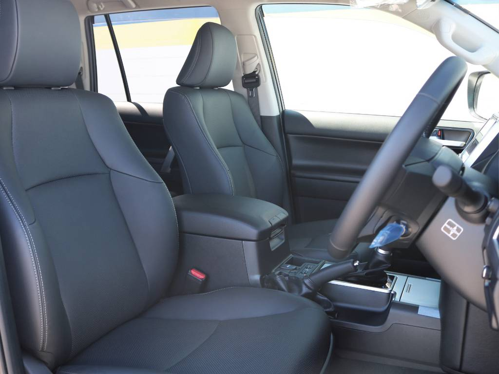 適度に包み込まれるシートなので、座り心地が良く長距離のドライブも快適に行けます!