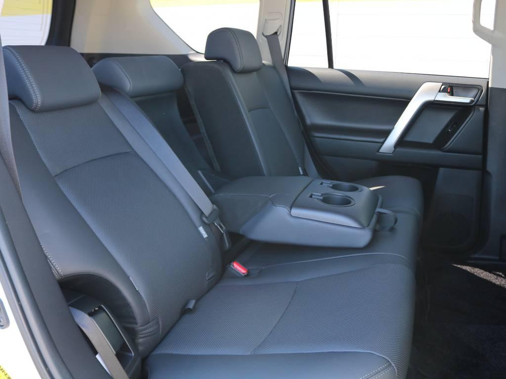 なんとにもセカンドシートにもリクライニング付き!皆様で快適にドライブ出来ます。