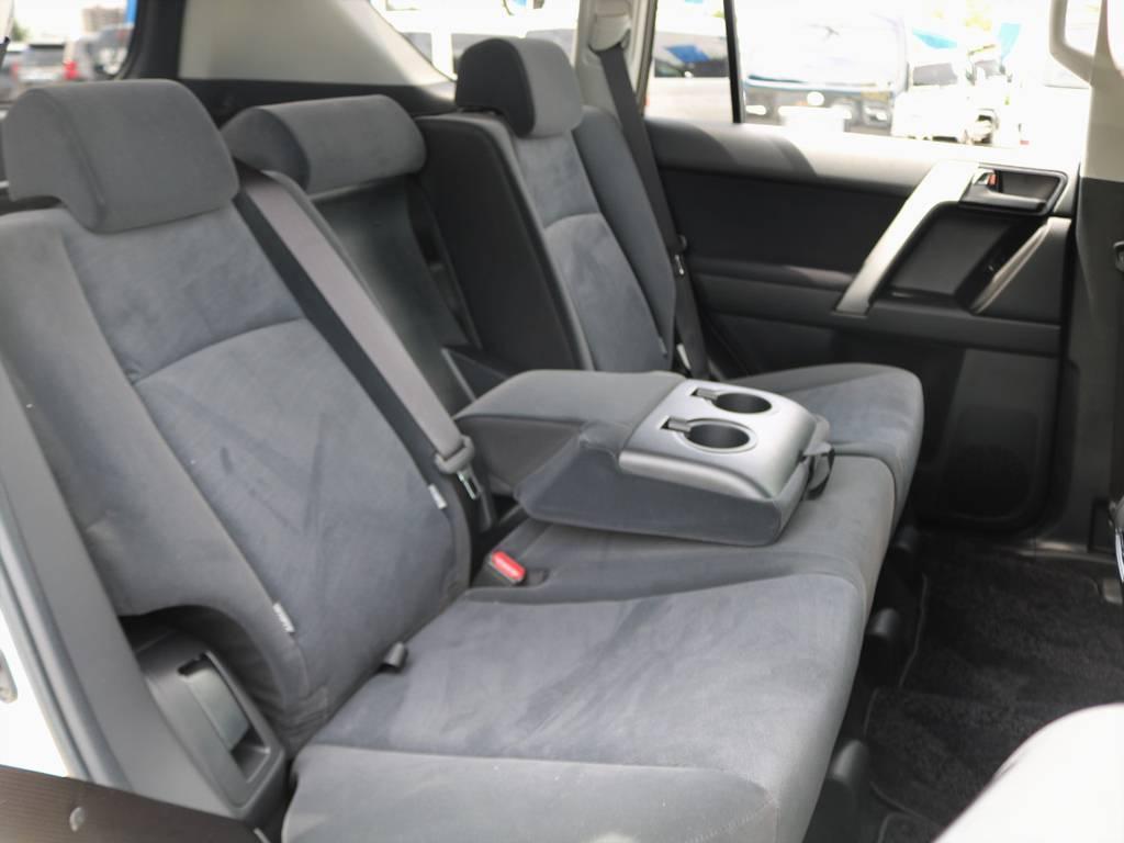 後部座席にもリクライニング機能が付いているので、皆様で快適なドライブに行けます!