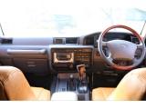 後期型からオプションになる運転席エアバックも装備しております。