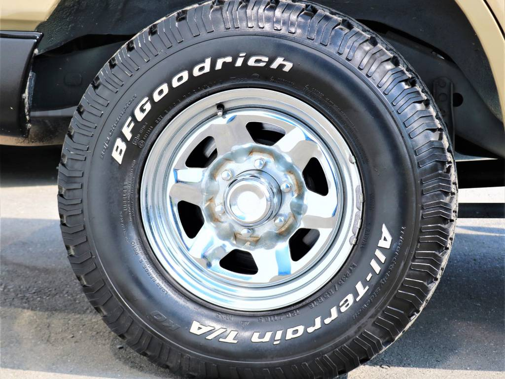 タイヤはランクル王道のBF Goodrich製オールテレーンタイヤがインストール済み♪