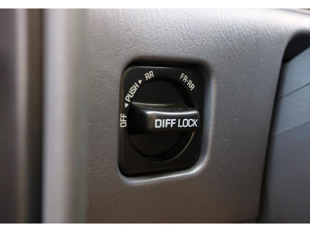 純正オプションの前後デフロック機能です!こちらもオプションでついてある車両ですと、スタックした際に非常に便利な装備です(*'▽')