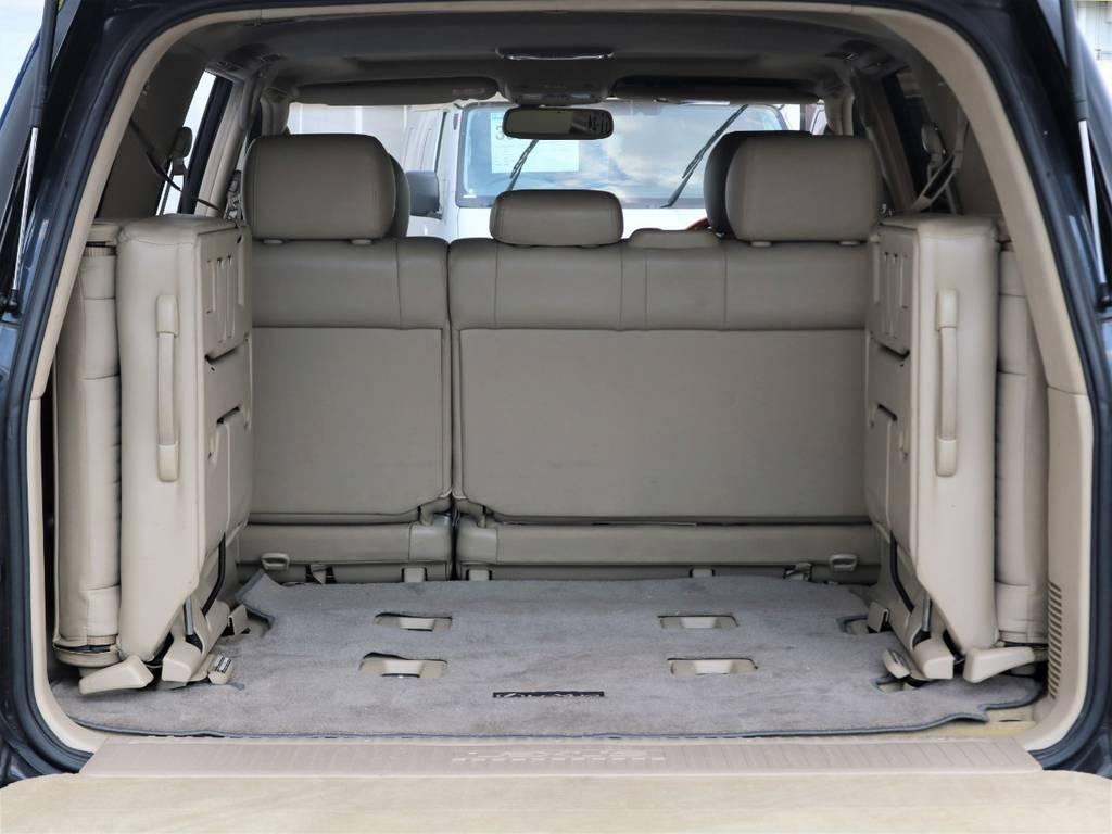 使わないときは、座席を上げて荷物置きにもなりますので大きい荷物もすんなり積めますね♪