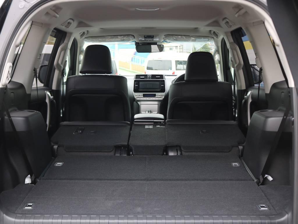 後席の格納が容易で、荷室の拡充など使い勝手も良いです◎色々な使い道が思い浮かびますね! | トヨタ ランドクルーザープラド 2.7 TX Lパッケージ 4WD 7人