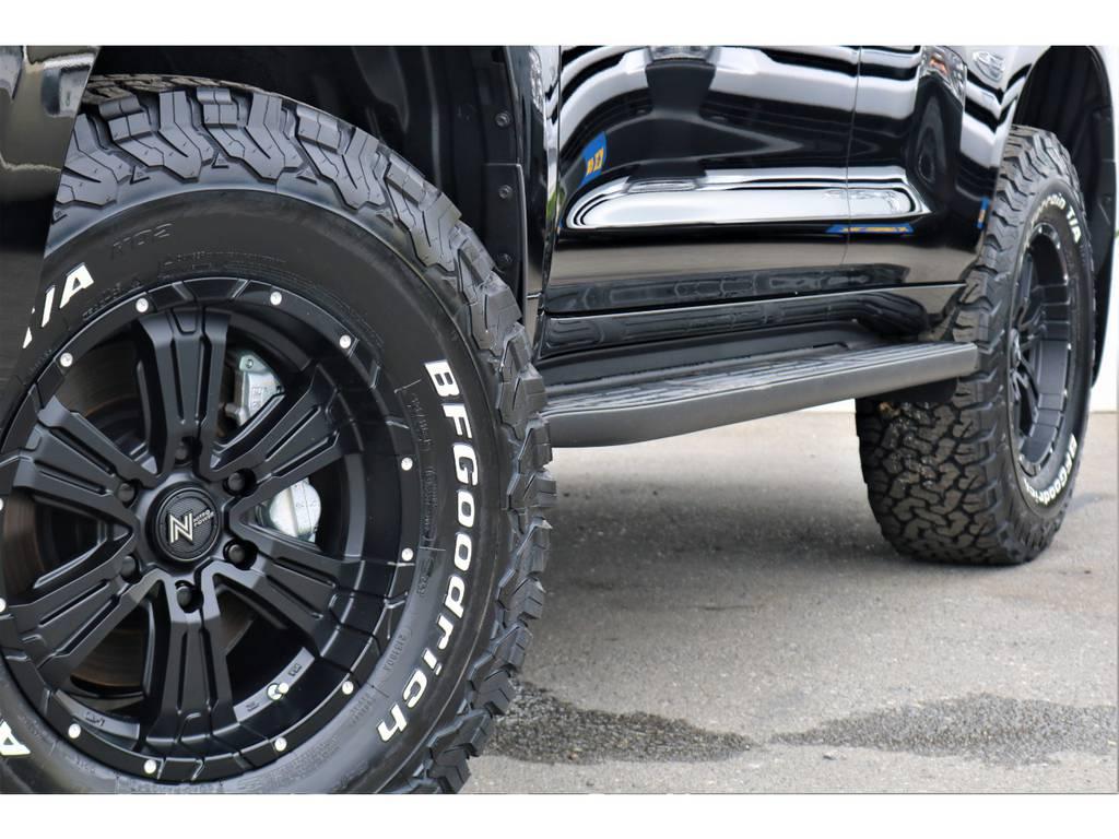迫力のタイヤとホイール!!見ただけで分かるこの走破性の高さこそランクルです(`^´) | トヨタ ランドクルーザープラド 2.7 TX Lパッケージ 4WD 7人