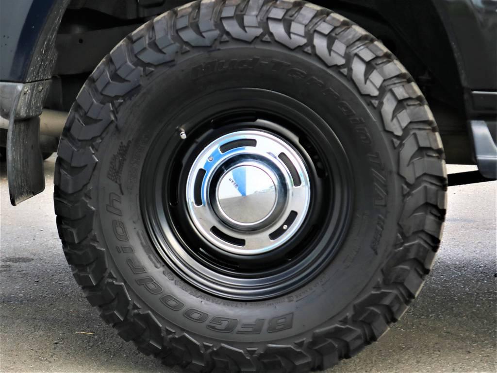 タイヤはBF Goodrichのオールテレーンタイヤが装着済みです♪まだまだ溝はあるのでこのままお乗り頂けます!!