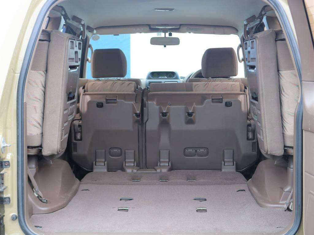 セカンドシートも、倒せばかなり広い荷室になりますので大きい荷物もすんなりと入ると思います★
