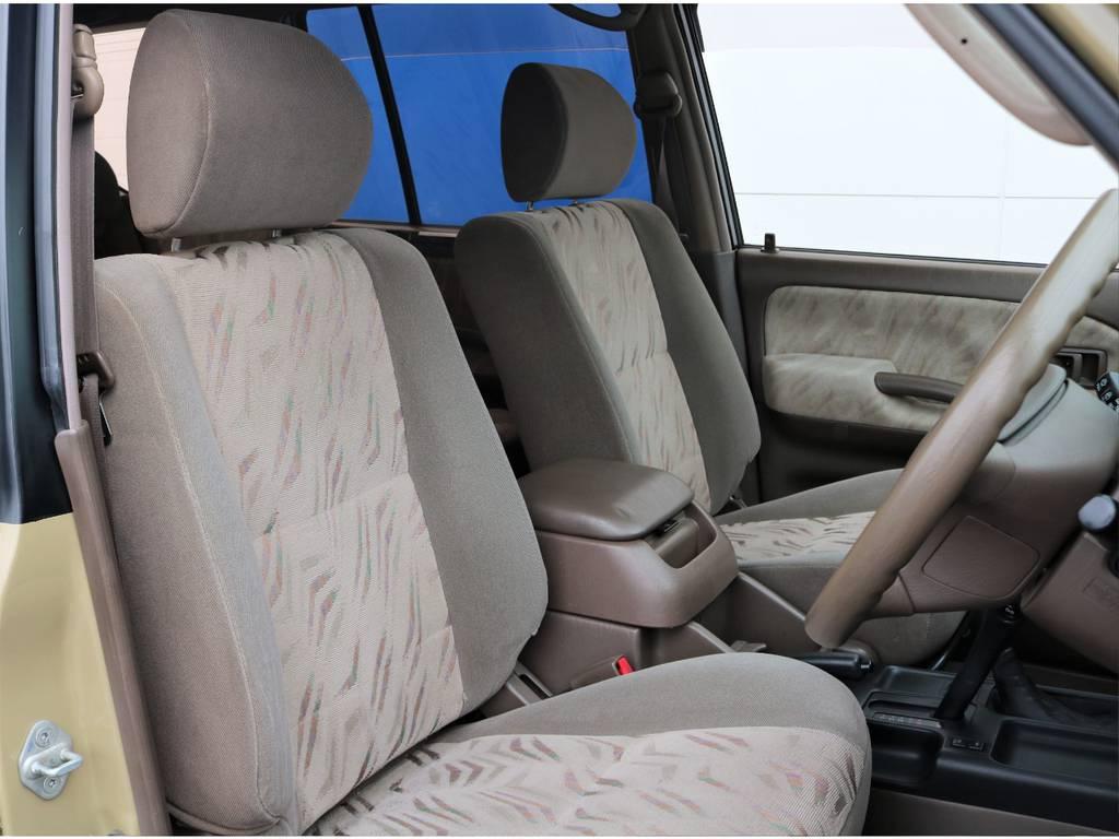 H13(2001)年車とは思えないくらいシート・内張り共に状態は良好です★