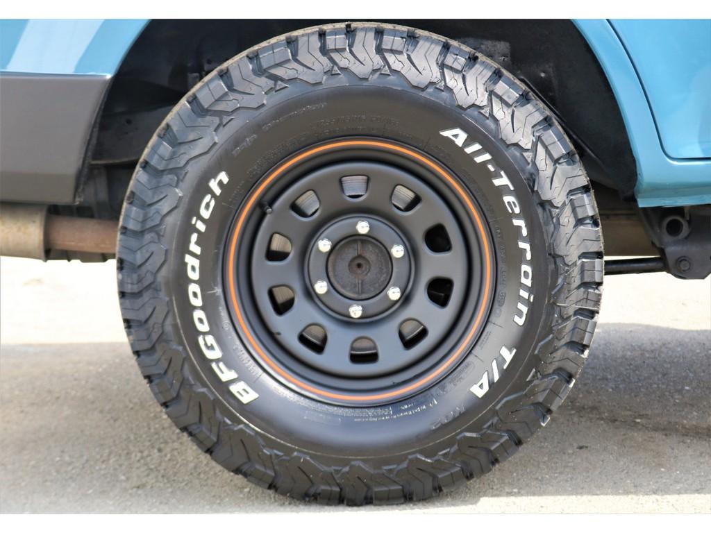 両方とも新品でタイヤはBF Goddrich製、ホイールはDAYTONA製のスチールホイールをインストール♪