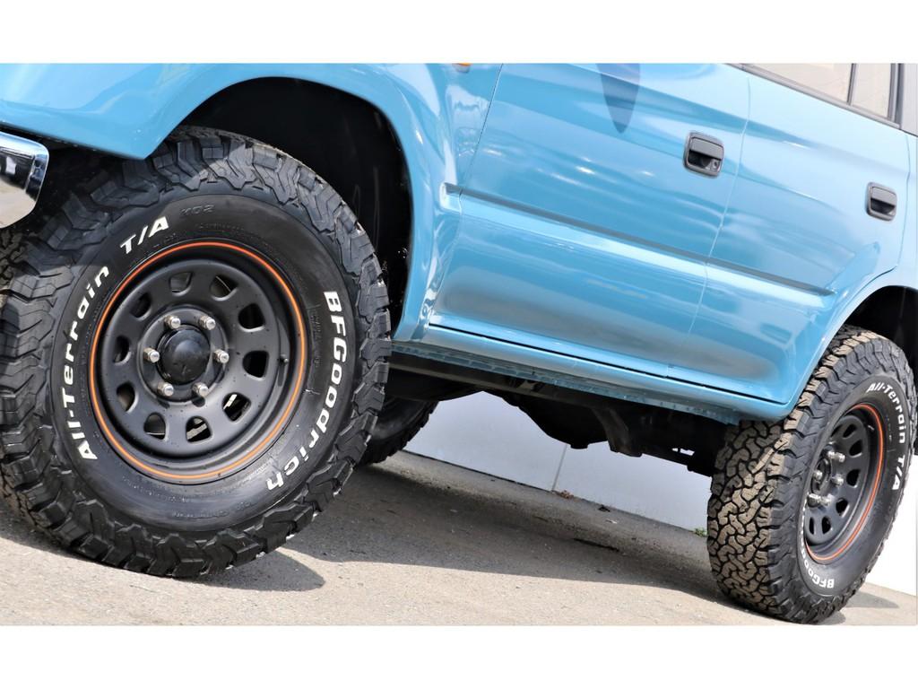 SUVと言ったらこういうゴツゴツしたタイヤパターンがかっこいいと思いませんか?僕はそうだと思ってます!!!