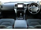 高級感のあるインテリアになっております。車内もとても綺麗な状態なのでご満足頂けると思いますよ!