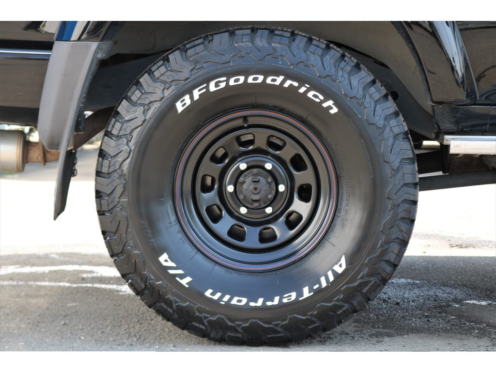 タイヤとホイールは両方とも新品で、タイヤは定番のBF GoodrichのオールテレーンにDAYTONAのスチールホイールの組み合わせです♪