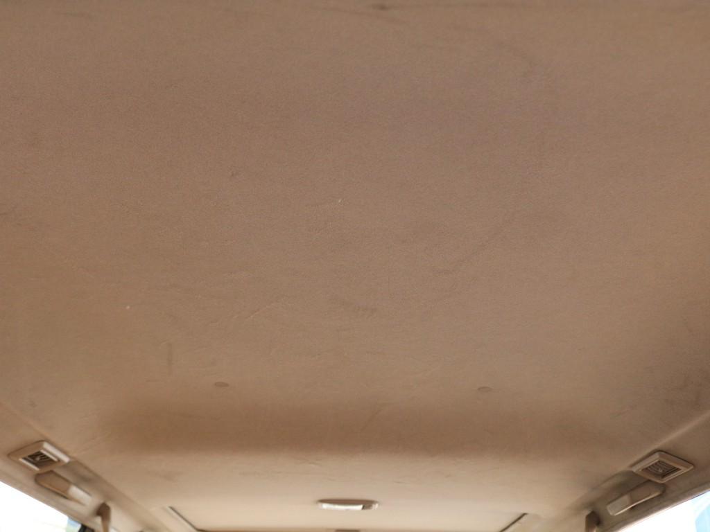 天井も古いお車に多いタバコの黄ばみや大きなシミなども見つかりません!