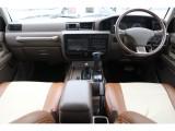 茶色の内装にマッチしたシートカバーが付いております!購入時に新しいシートカバーのご相談も承ります!