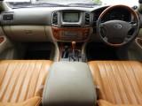 木目調のインテリアにマッチングしたシートカバーが高級感を更に引き立てます!
