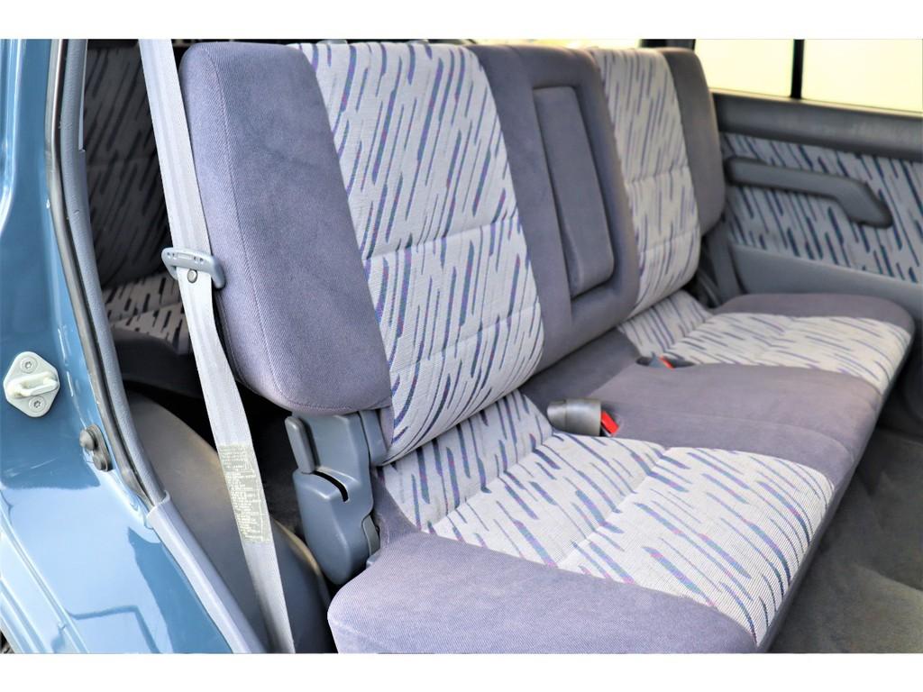 スライド式セカンドシートで後ろに乗るのもラクラクです♪
