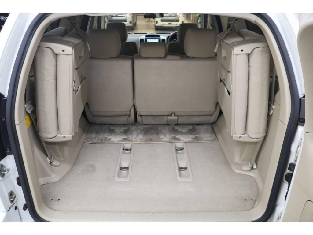 3列目シートは跳ね上げ式となりますので荷室も確保できます♪ | トヨタ ランドクルーザープラド 3.0 TXリミテッド ディーゼルターボ 4WD