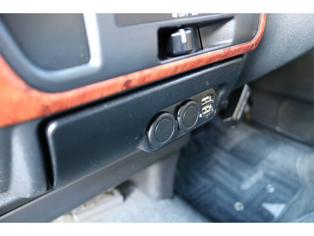 USBポート、シガーソケット増設!