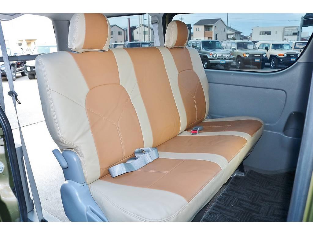 3人掛けシート☆シートベルトも付いております!
