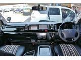 ガソリン4WDの10人乗りワゴンになります!
